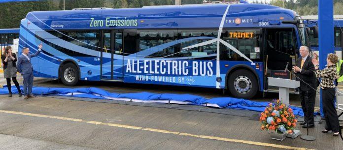 Autobuz electric alimentat 100% cu energie eoliană